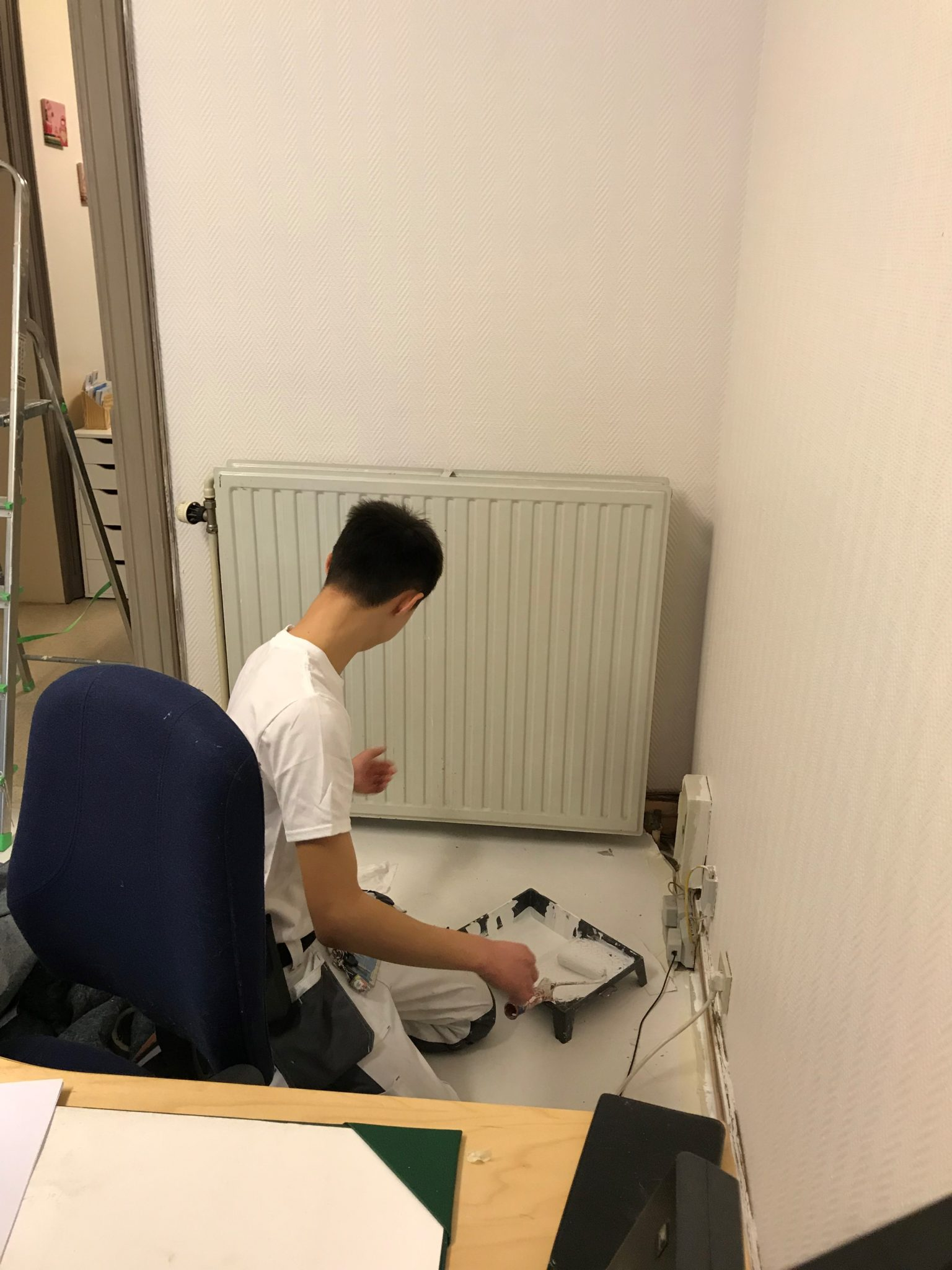 Réalisation d'un chantier de peinture dans les bureaux de l'asbl «L'Escale»